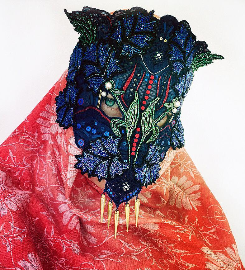 Telas, texturas, colores en las máscaras de Damselfrau