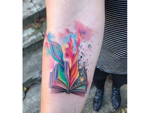 βιβλίο τατουάζ με χρώματα