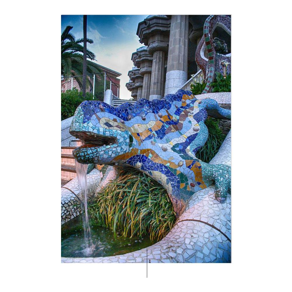 Paseando con Gaudí. Foto de unsplash.com