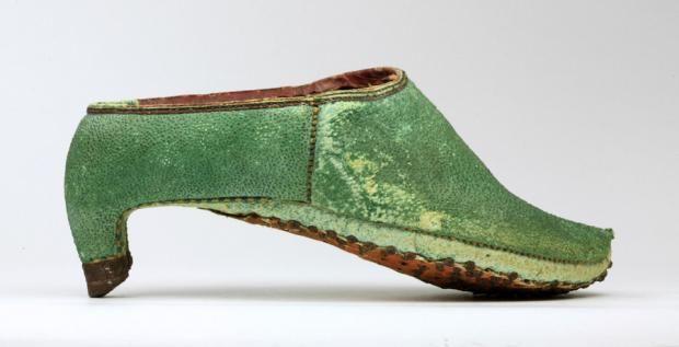 फारसी ऊँची एड़ी के जूते फोटो: Pinterest