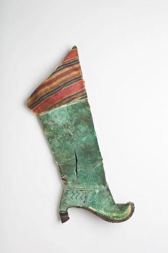 फ़ारसी सैनिकों द्वारा इस्तेमाल की जाने वाली एड़ी के साथ बूट। फोटो: Pinterest