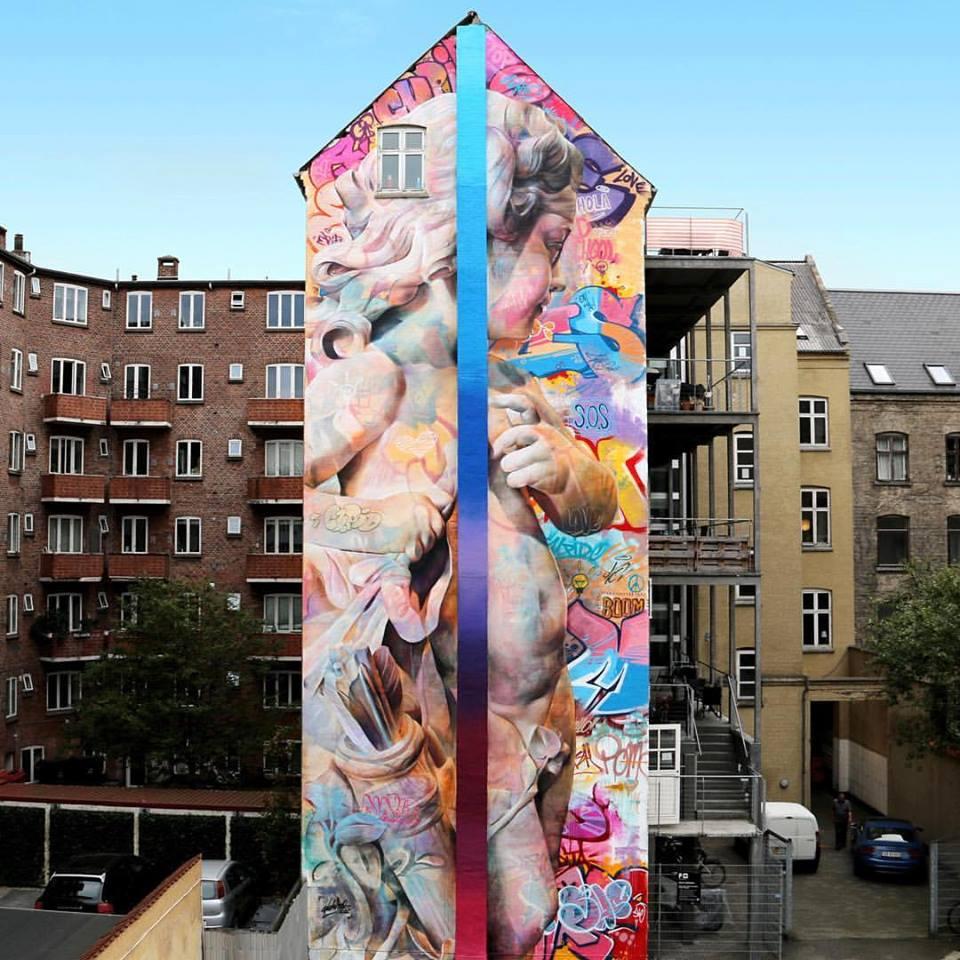 Cupido geschilderd in een gebouw door PichiAvo.