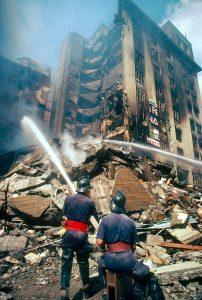 Σεισμοί και δημοσιογράφοι φωτογραφιών. Φωτογραφία από: pinterest.com