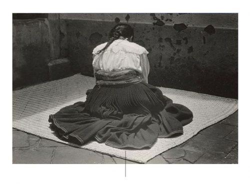 Mujer sentada en petate de Edward Weston. Foto de pinterest.com