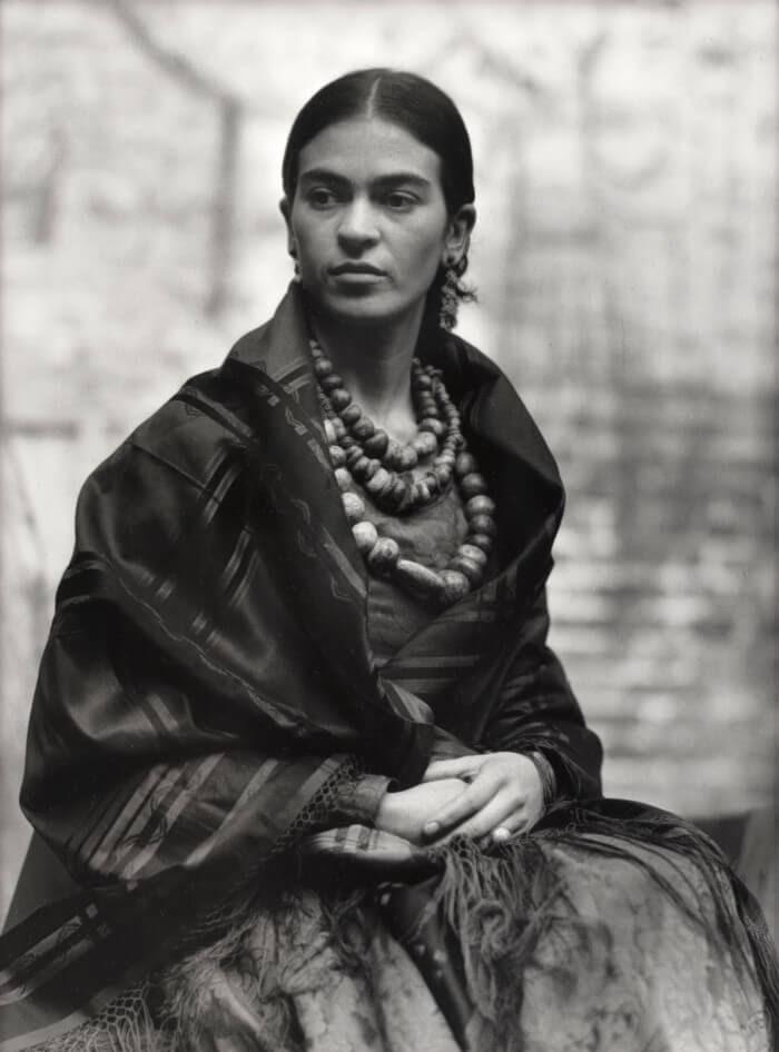 Fotografía de Frida Kahlo tomada por Edward Weston en 1930. Foto: Morton Subastas
