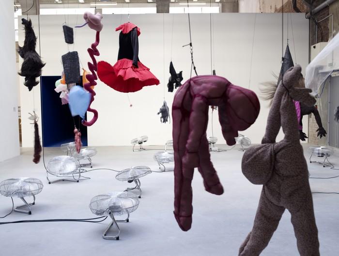 Annette Messager, εγκατάσταση στο Palais de Tokyo