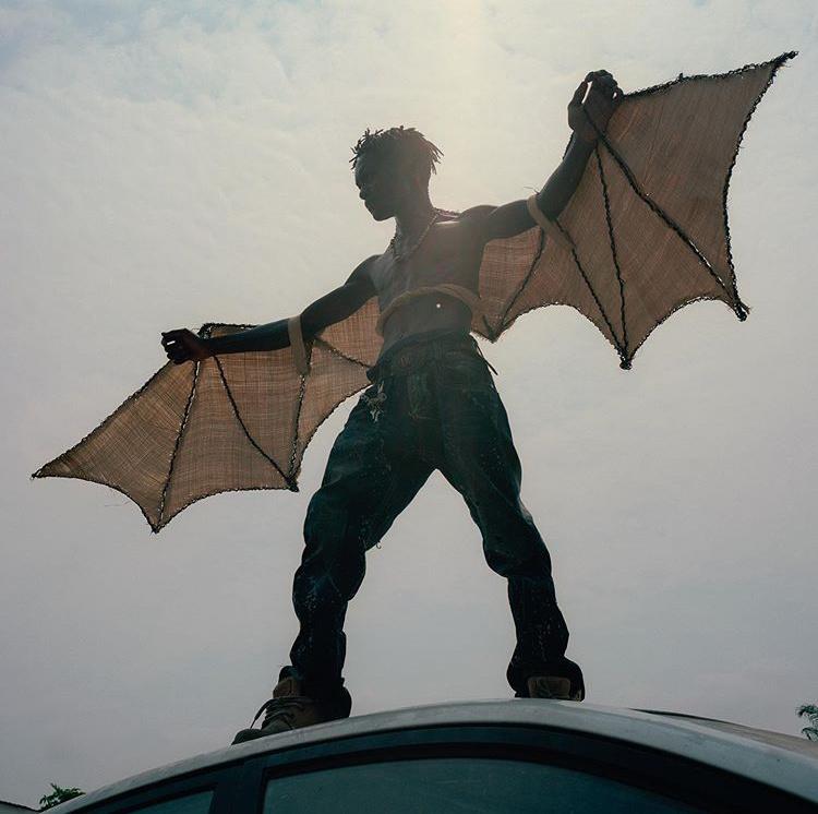 Still del video Zombies, de Baloji