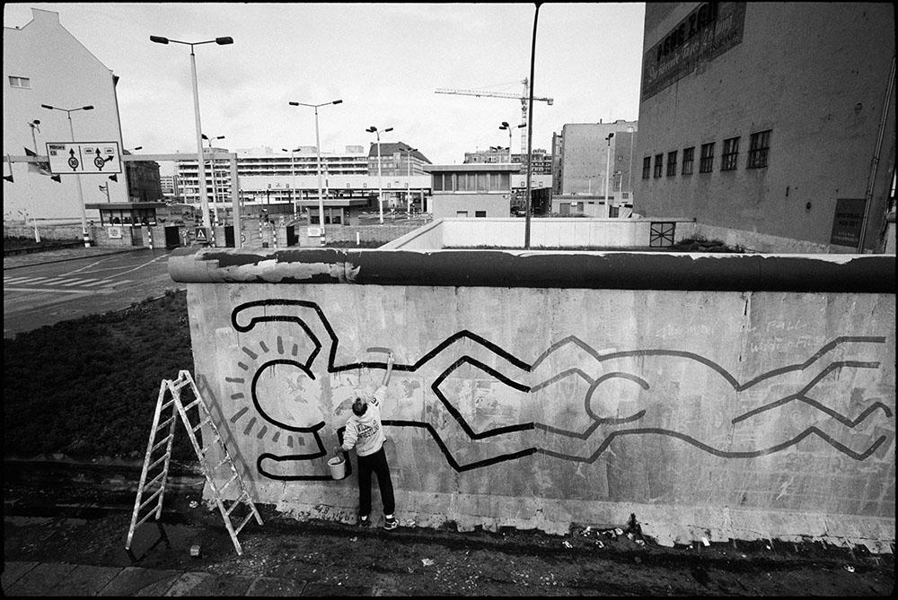 Keith Haring schilderij aan de Berlijnse muur