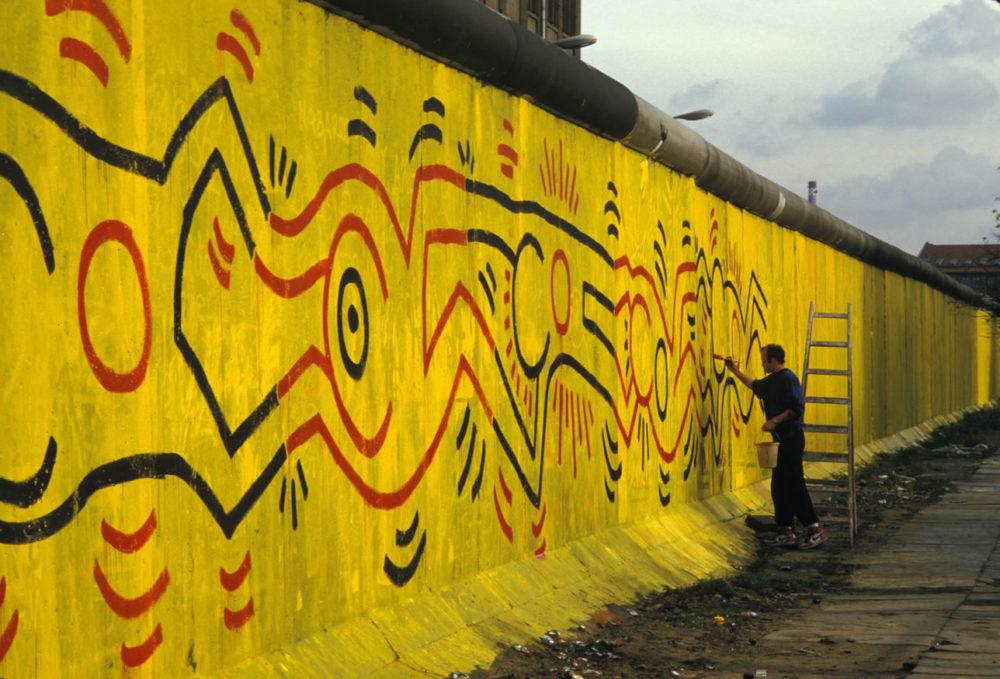 """Résultat de recherche d'images pour """"Keith Haring mur de berlin"""""""