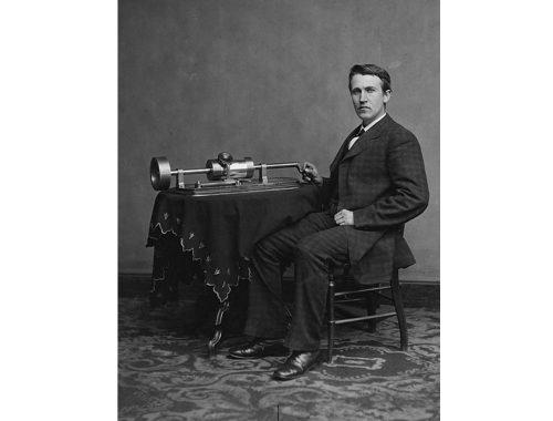Thomas Alva Edison com fonógrafo