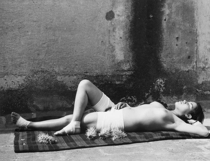The good fame sleeping, photography by Manuel Álvarez Bravo