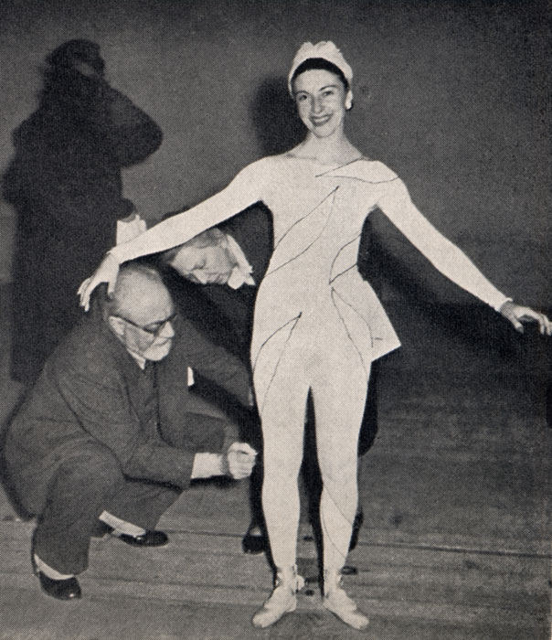 Matisse aan het werk in de kleedkamer voor Les Ballets Russes