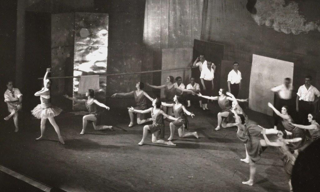 Les Ballets Russes oefen met Miró se kostuums