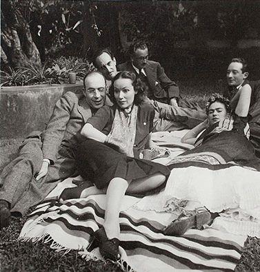 Rodolfo Usigli con Dolores del Río, Adolfo Best Maugard, Frida Kahlo, Xavier Villaurrutia, Felipe Mier
