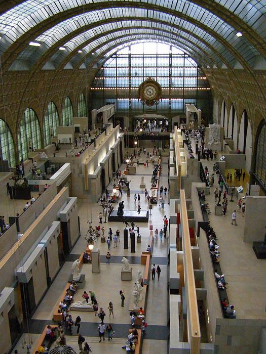 Vista interior de galería de Museo de Orsay