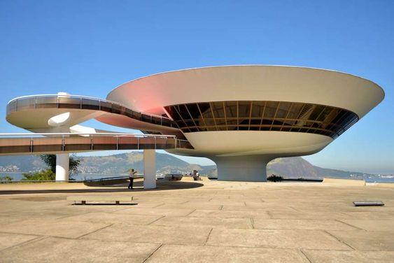 Oscar Niemeyer. Foto de: pinterest.com